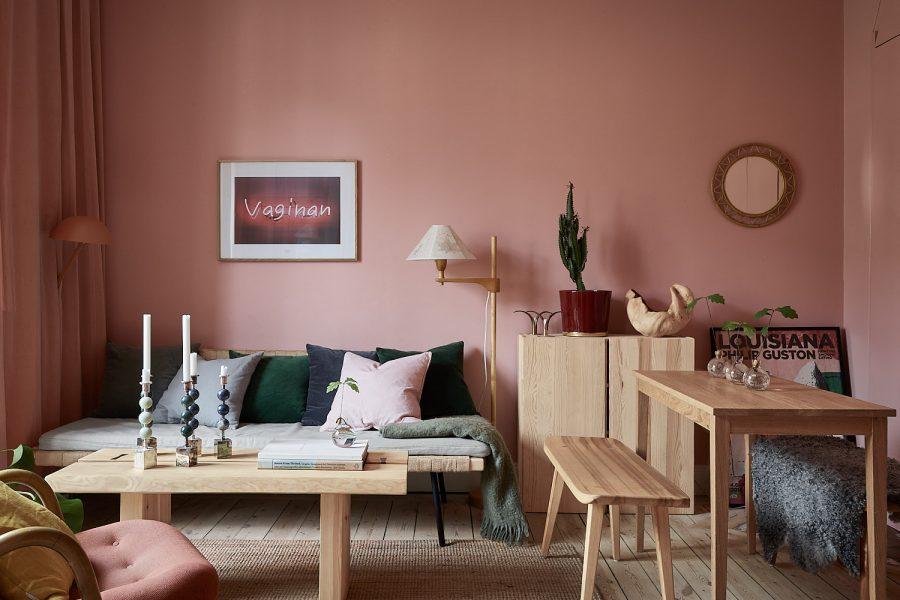 Gri și roz pal într-o mică garsonieră suedeză