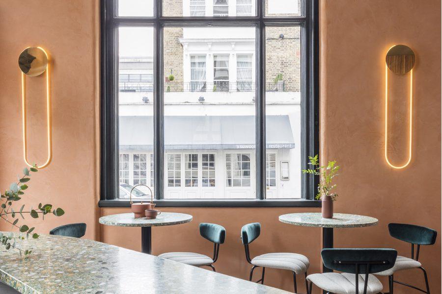 Linii circulare și culori calde, într-un restaurant londonez