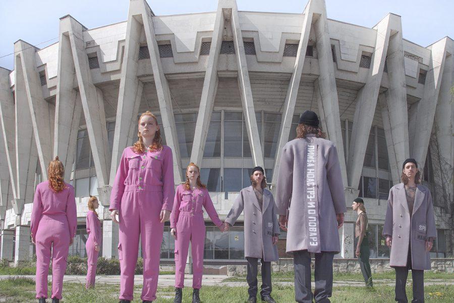"""""""Post-Soviet Kids"""": arhitectura sovietică, repusă în valoare de către fashionul modern."""