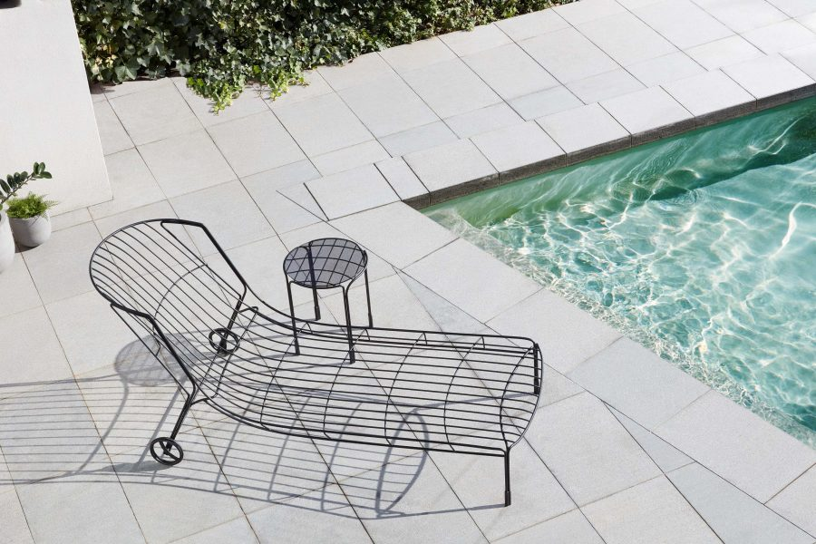 12 elemente de mobilier outdoor cu forme sculpturale