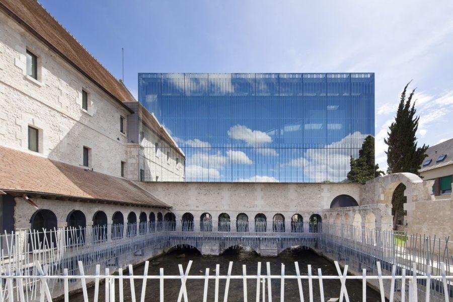 6 clădiri istorice modernizate cu extensii contemporane din sticlă