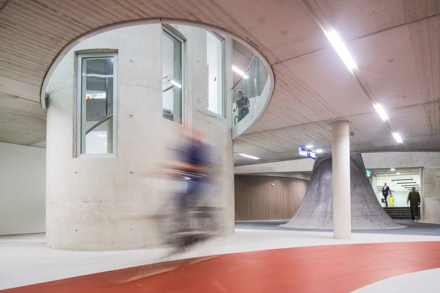 S-a deschis cea mai mare parcare de biciclete din lume… bineînțeles în Olanda